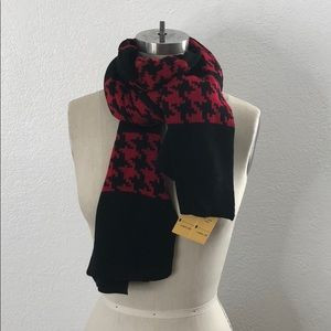 New red saks fifth avenue houndstooth scarf shrug